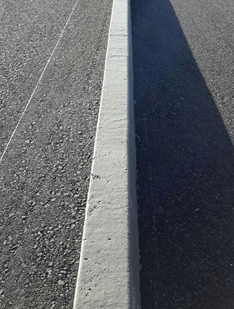 Profil06 bordure en béton coulé en place